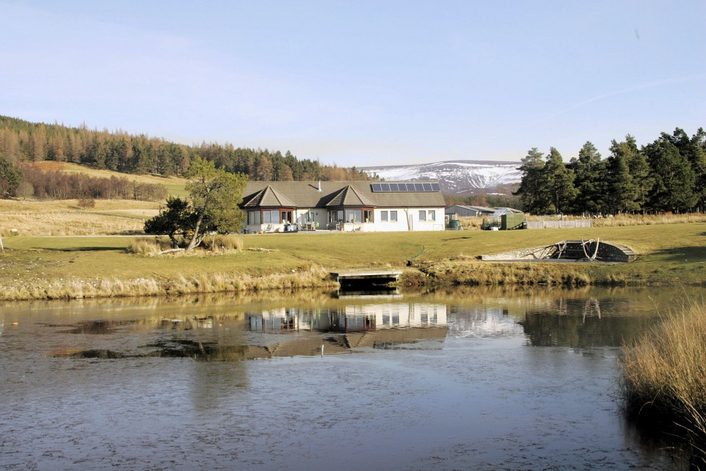 MAIN PHOTO_Lochan Cottage